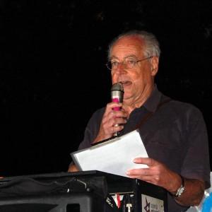 http://contrabandos.org/wp-content/uploads/2012/07/El-economista-Jose-Manuel-Naredo-leyo-el-manifiesto-al-termino-de-la-manifestacion_imagelarge.jpg